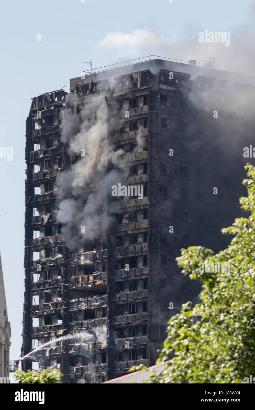 London, UK. 14th June, 2017. Grenfell Tower fire in London. Credit: Andy Morton/Alamy Live News - Stock Image