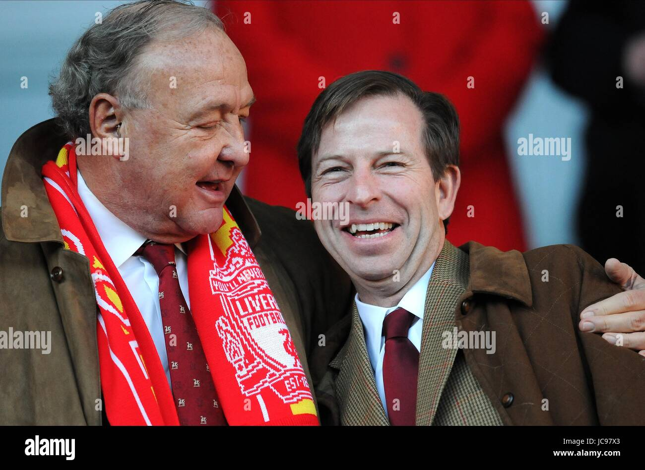TOM HICKS & UNIDENTIFIED GUEST LIVERPOOL V BOLTON WANDERERS ANFIELD LIVERPOOL ENGLAND 30 January 2010 - Stock Image