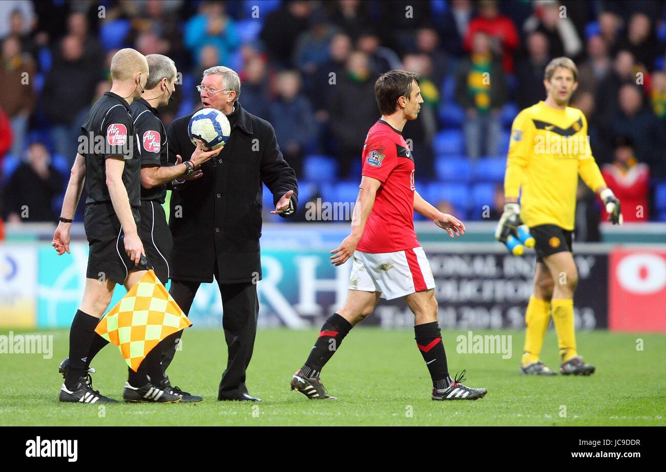 ALEX FERGUSON CLASHES WITH RED BOLTON WANDERERS V MANCHESTER REEBOK STADIUM BOLTON ENGLAND 27 March 2010 - Stock Image