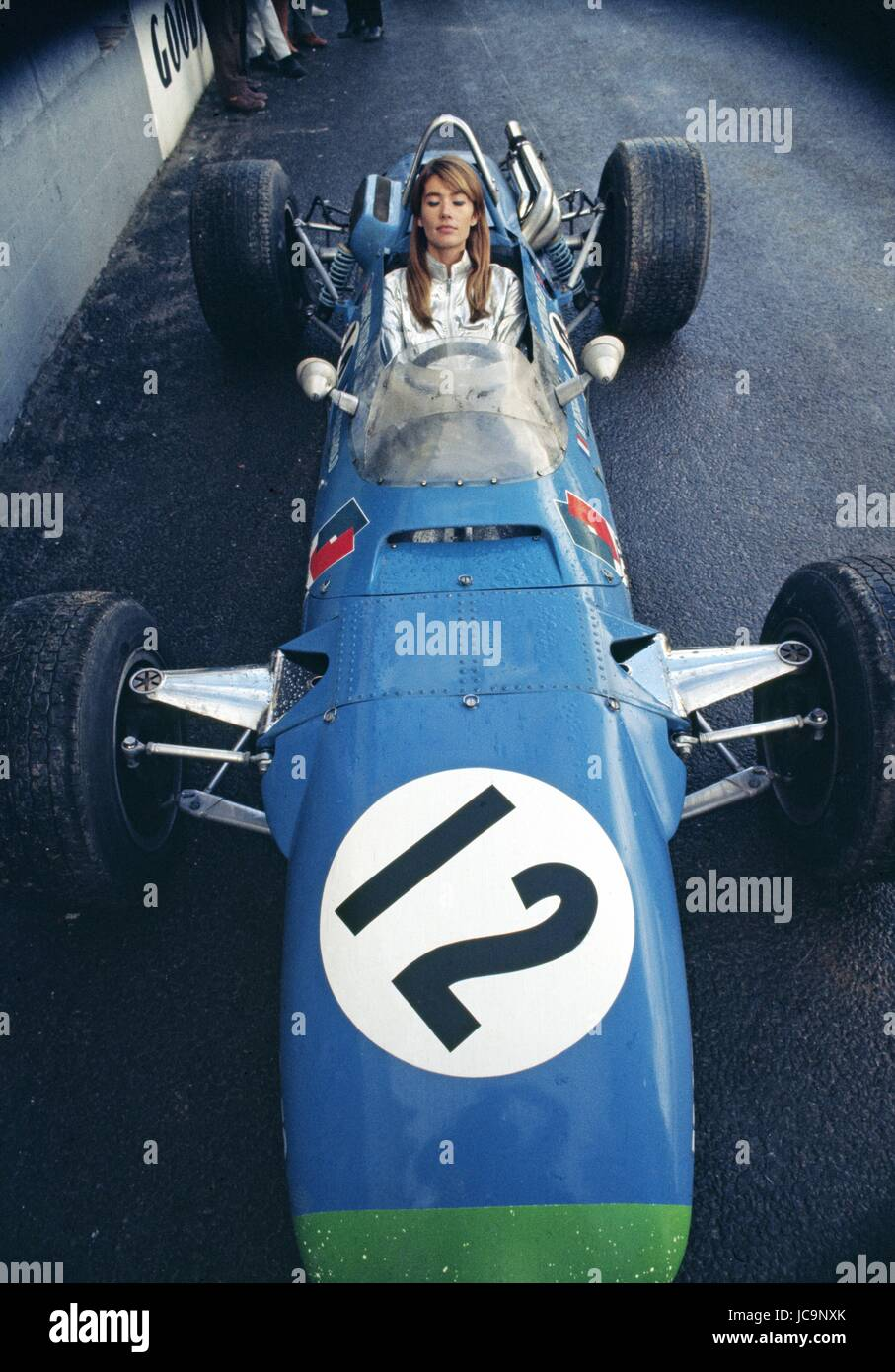 French singer Françoise Hardy posing in the car of Formule 2 French pilot Henri Pescarolo during the Grand - Stock Image