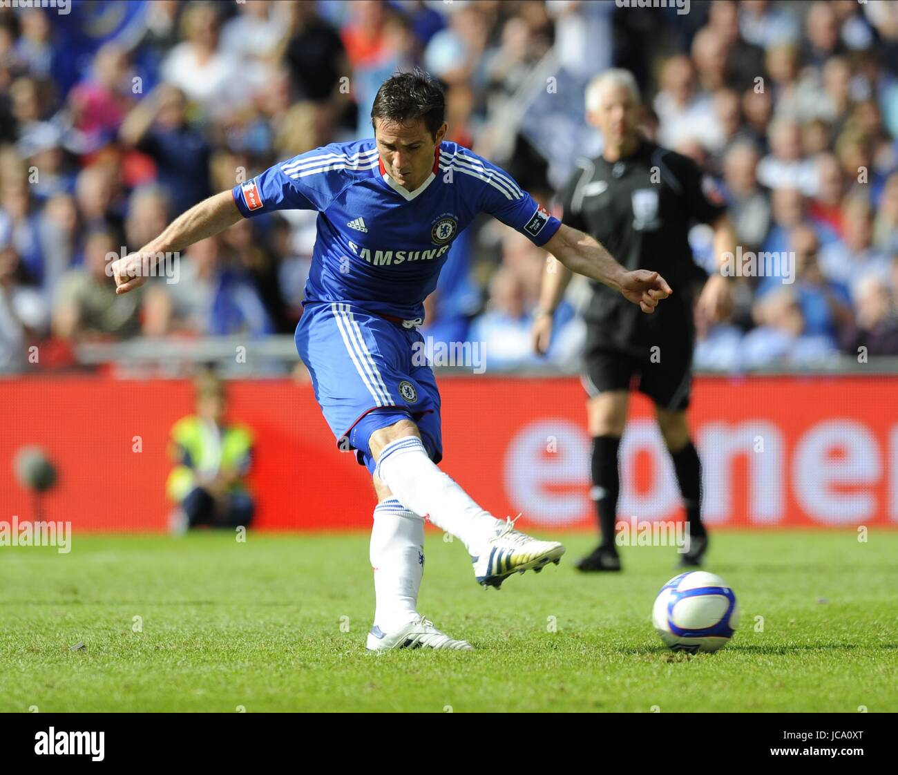 FRANK LAMPARD TAKES PENALTY CHELSEA FC WEMBLEY STADIUM LONDON ENGLAND 15 May 2010 - Stock Image