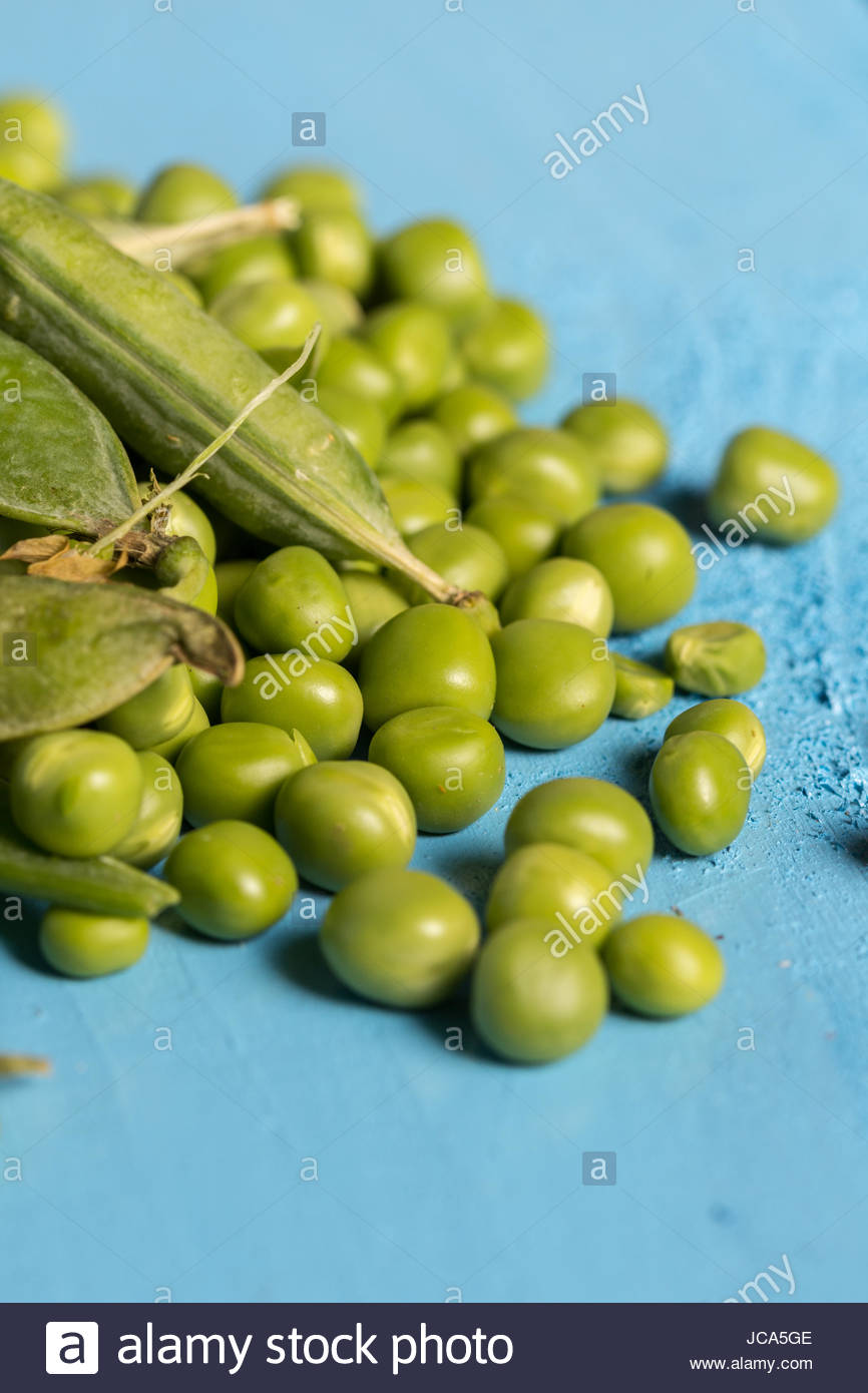 Flat lay pile of fresh green peas closeup macro. - Stock Image