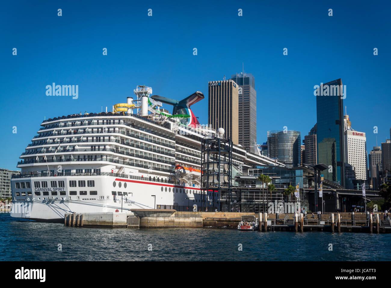 Cruise liner moored at Sydney Cove Passenger Terminal, Sydney Harbour, Sydney, NSW, Australia - Stock Image