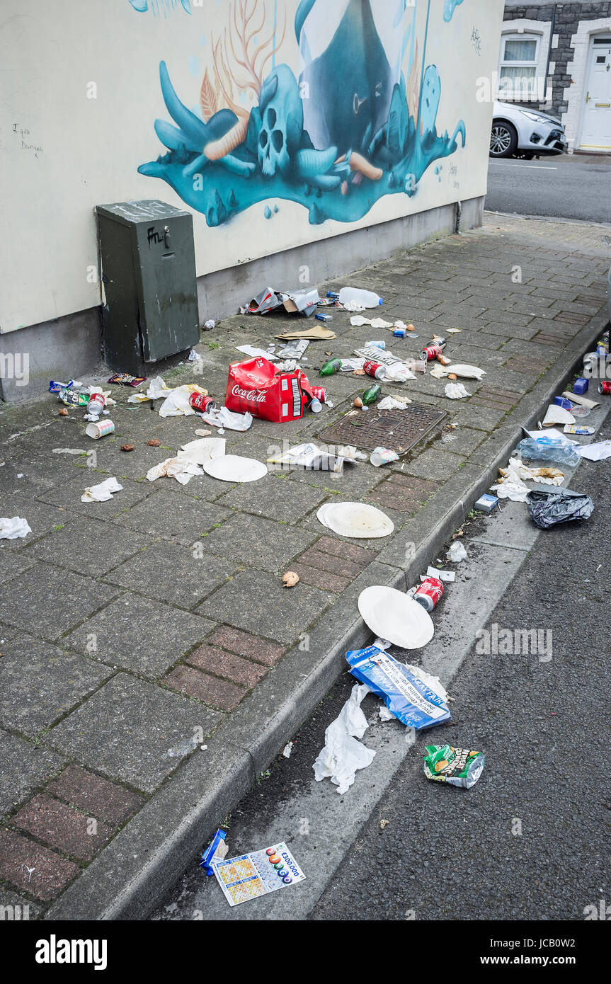 Litter strewn across a residential street in Cardiff, South Wales - Stock Image