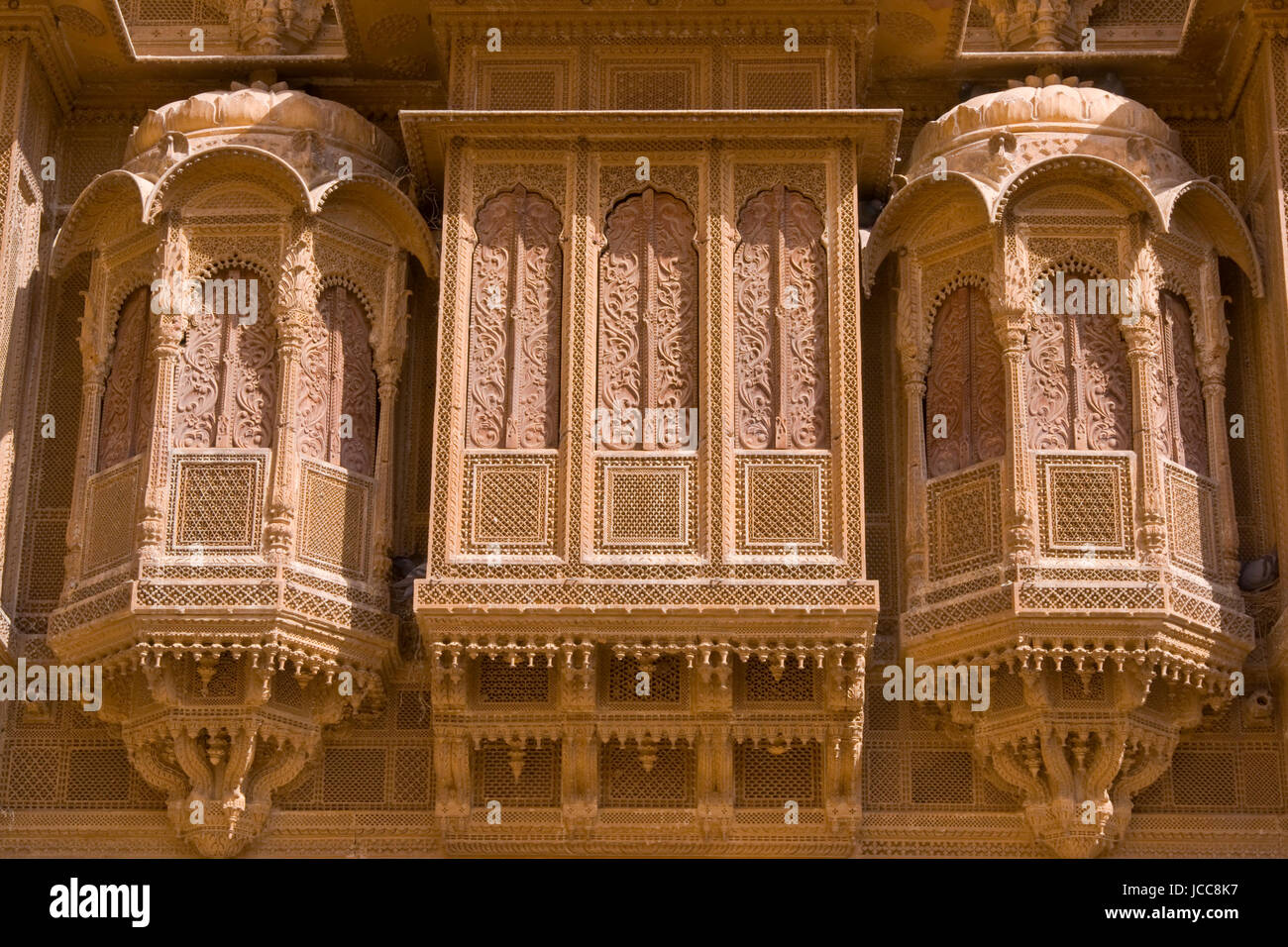 Detail of ornate window screens adorning the Patwon Haveli, a historoc merchants house, in the old town of Jaisalmer - Stock Image