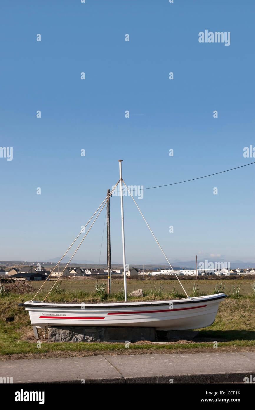 boat monument on entering Ballybunion county kerry Ireland - Stock Image