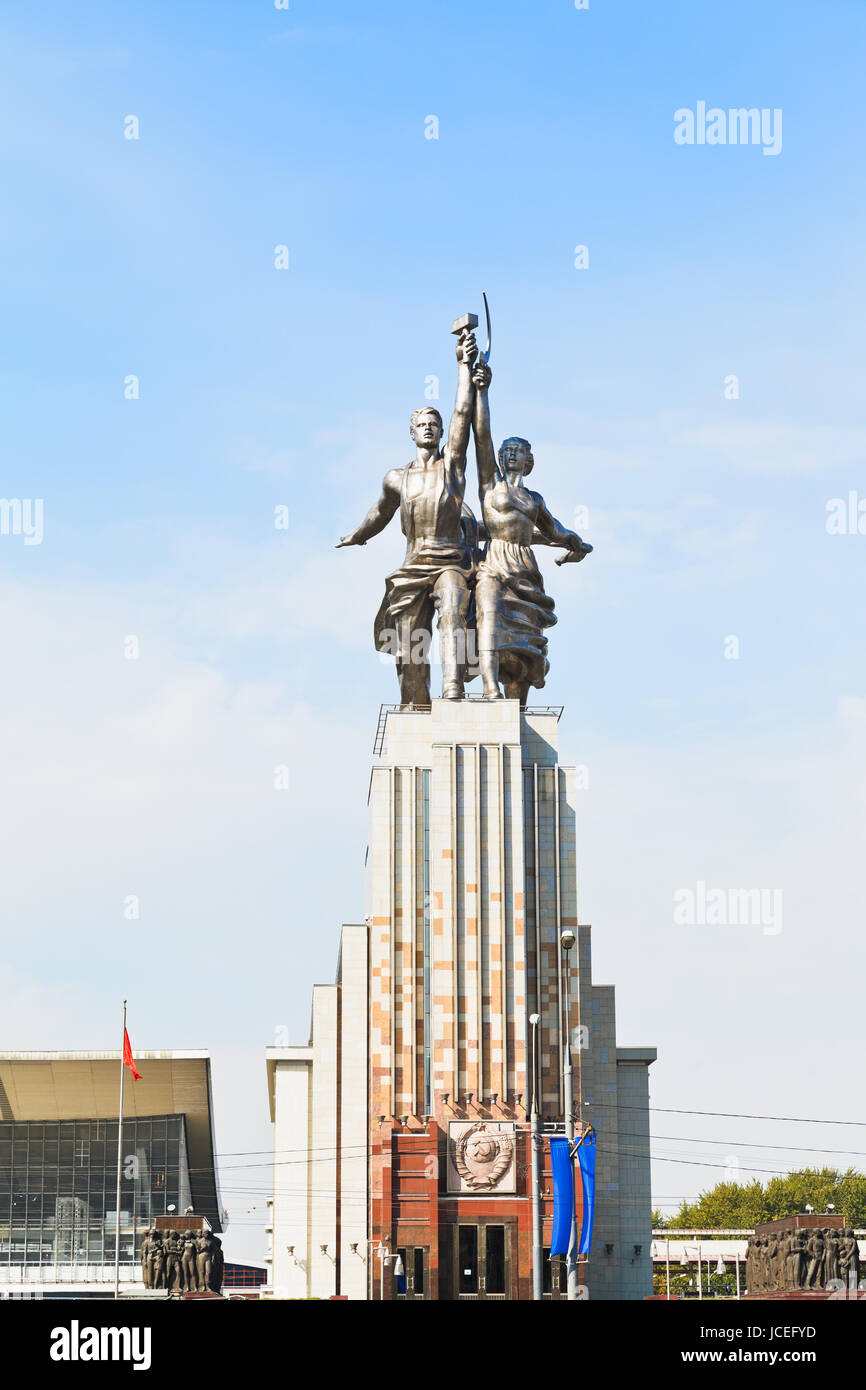 MOSCOW, RUSSIA - SEPTEMBER 13, 2014: Rabochiy i Kolkhoznitsa (Worker and Kolkhoz Woman) statue in Moscow. The sculpture - Stock Image