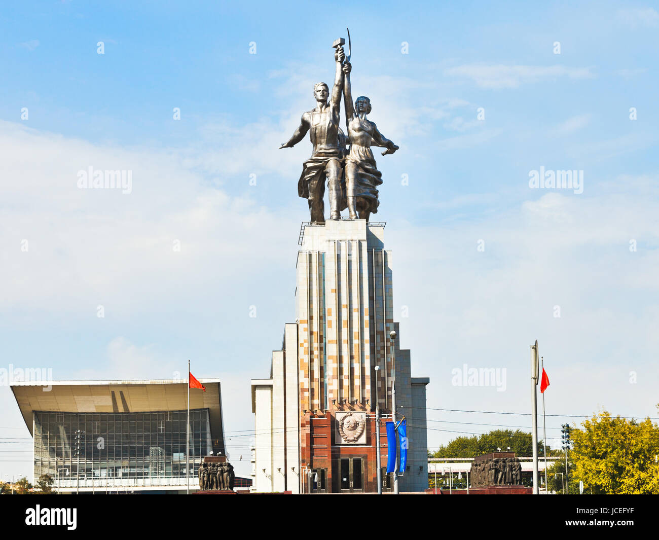 MOSCOW, RUSSIA - SEPTEMBER 13, 2014: Rabochiy i Kolkhoznitsa (Worker and Kolkhoz Woman) memorial in Moscow. The - Stock Image
