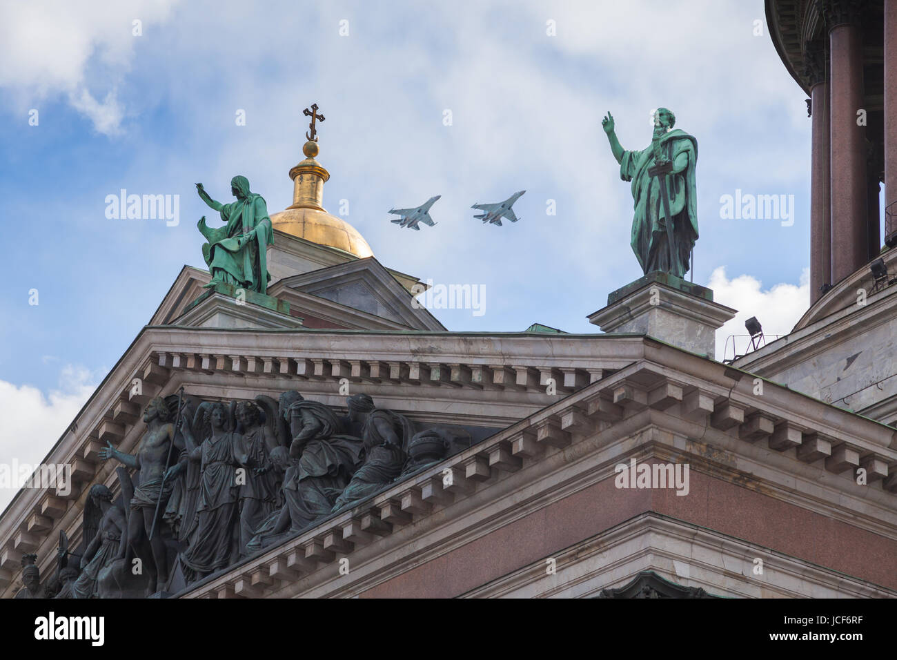 ST. PETERSBURG, RUSSIA - MAY 09, 2017: Isaac cathedral and Military aviation SU-27 in sky in a parade, celebration - Stock Image