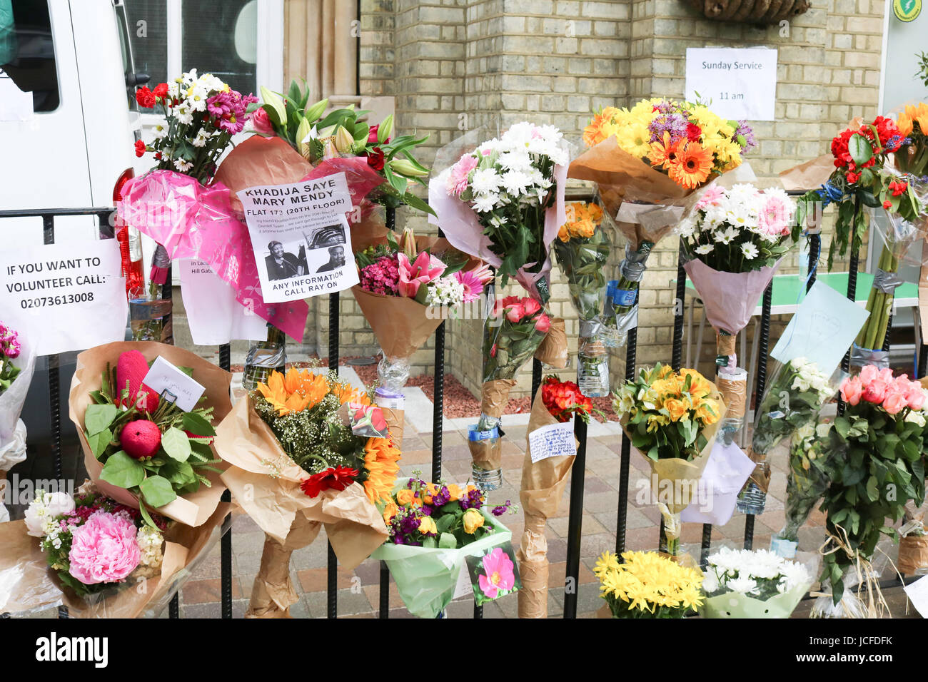 London, UK. 16th June, 2017. Floral tributes outside the Notitng Hill Methodist church for the vicitms of the Grenfell - Stock Image