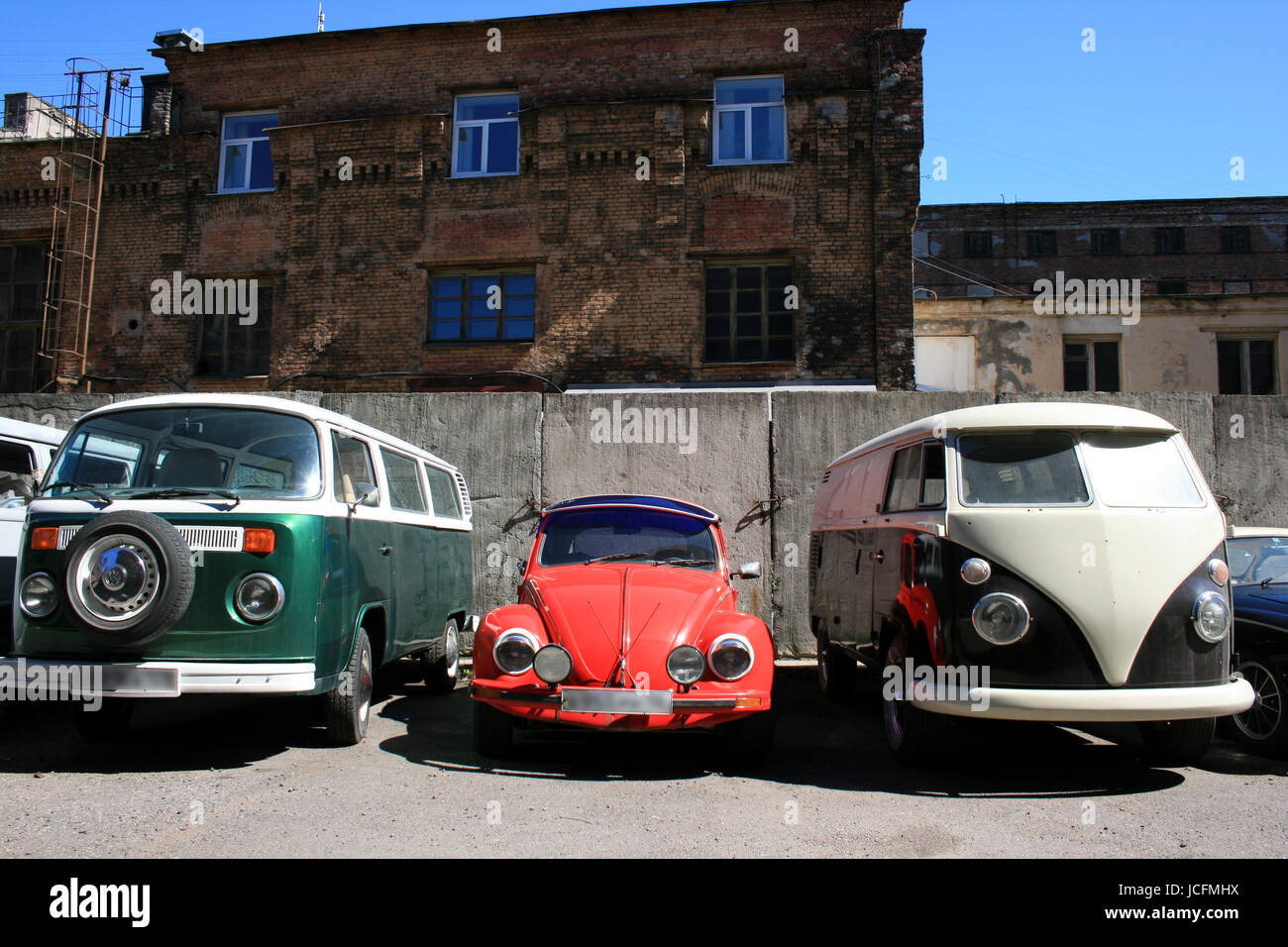 old vw´s in a backyard in russia - Stock Image