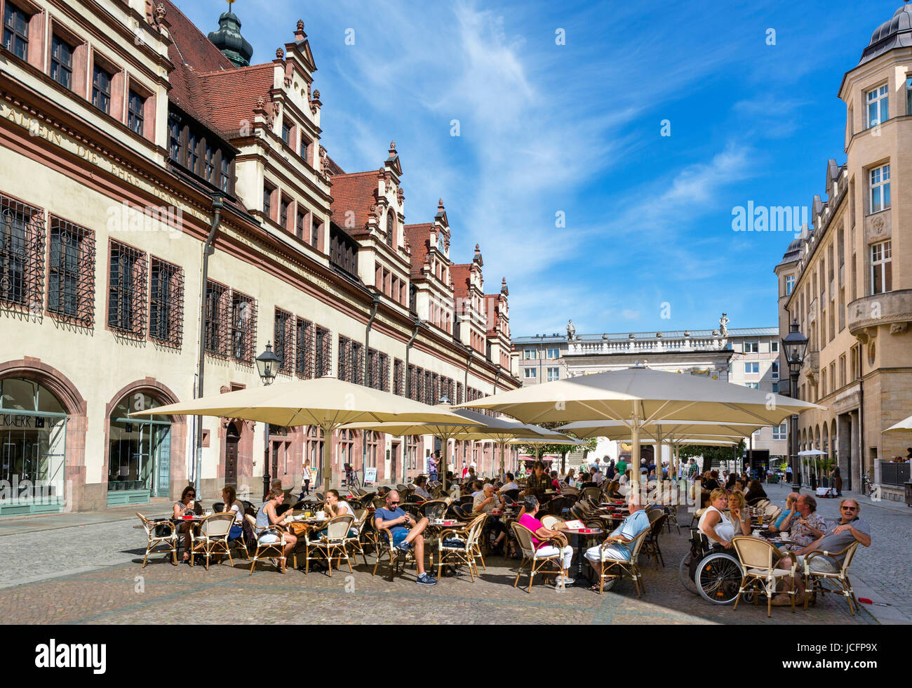 Sidewalk cafe in the Naschmarkt behind the Altes Rathaus (Old Town Hall) with the Old Bourse behind, Leipzig, Saxony, - Stock Image