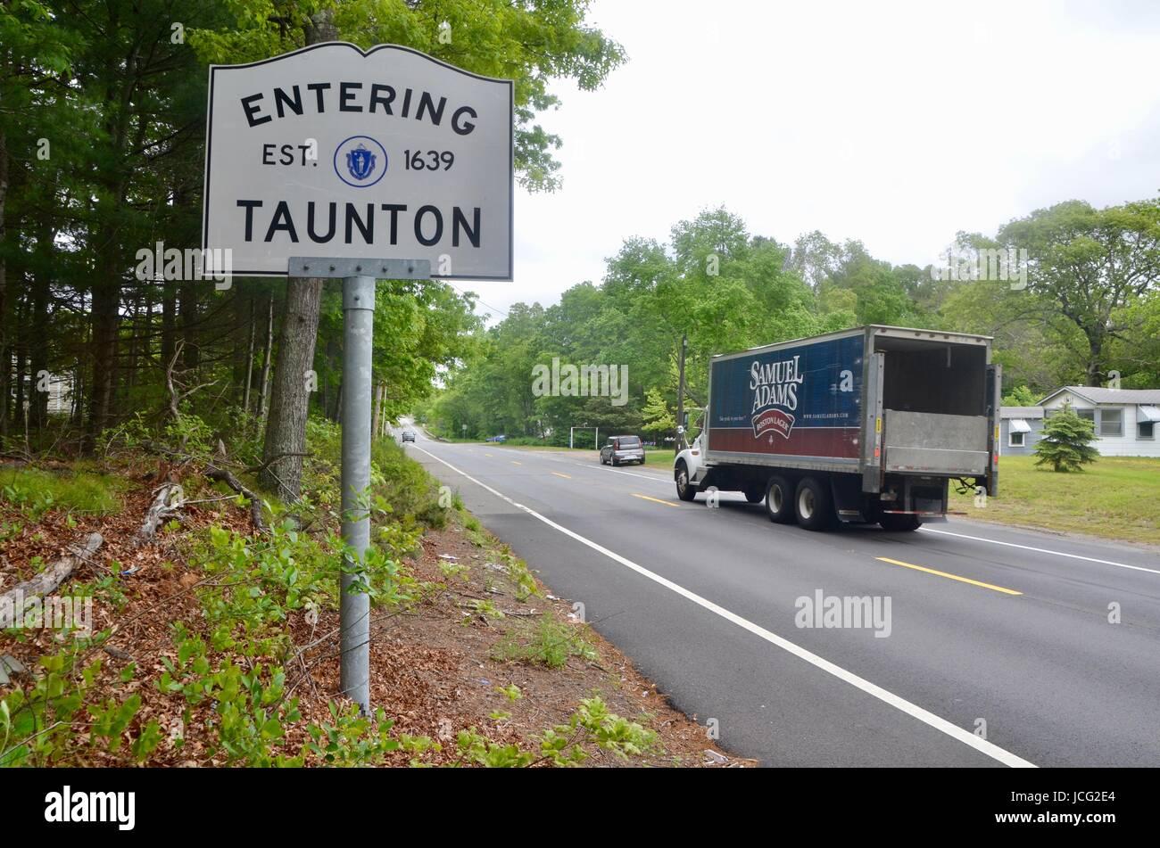 taunton massachusetts city limits sign - Stock Image