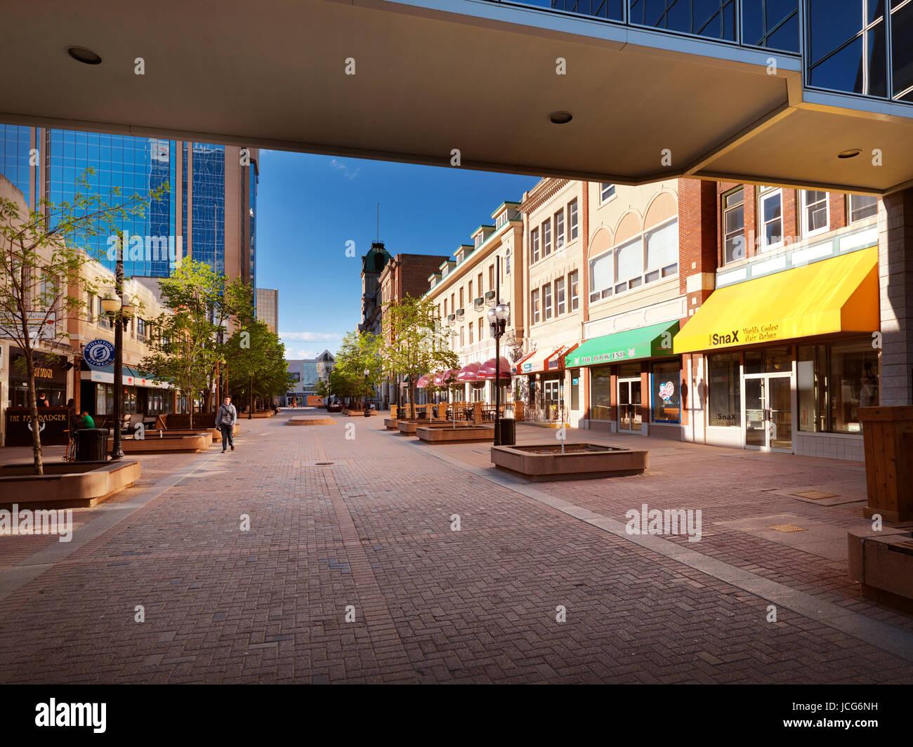 Regina downtown city scenery of Shops at Scarth street Mall. Regina, Saskatchewan, Canada 2017. - Stock Image