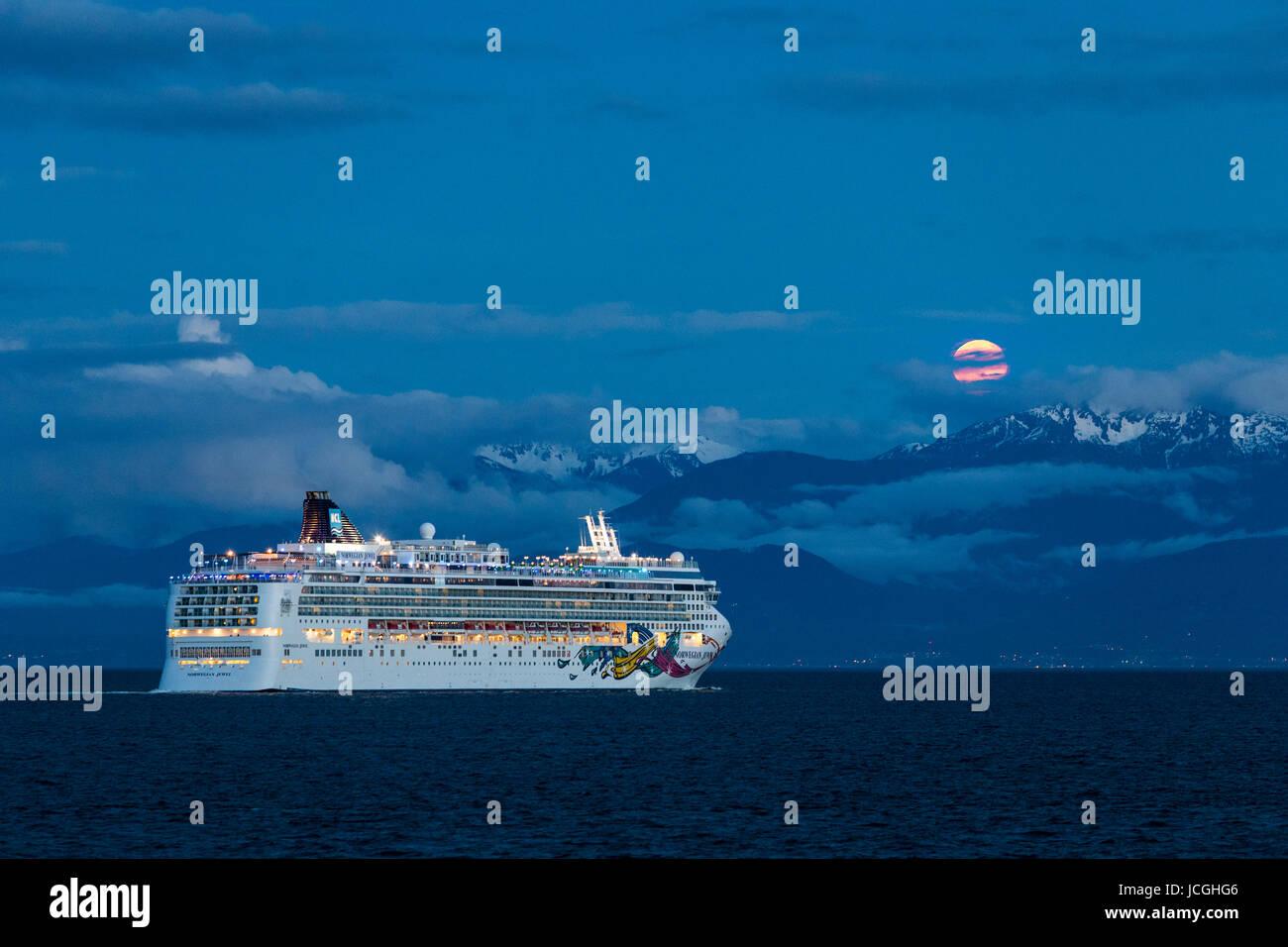Cruise ship Norwegian Jewel departing port of Victoria at dusk-Victoria, British Columbia, Canada. - Stock Image
