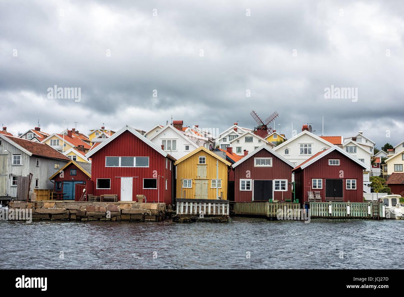 Holzhäuser auf der Insel Orust in Schweden. - Stock Image