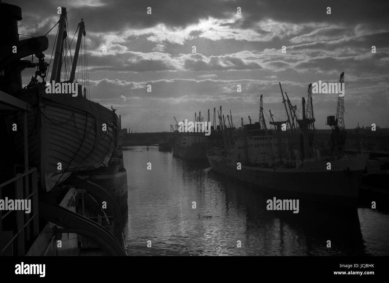 AJAXNETPHOTO. 1963. MANCHSTER, ENGLAND. - SUNSET OVER THE DOCKS - VIEW FROM THE DECK OF A CARGO SHIP OF SALFORD - Stock Image