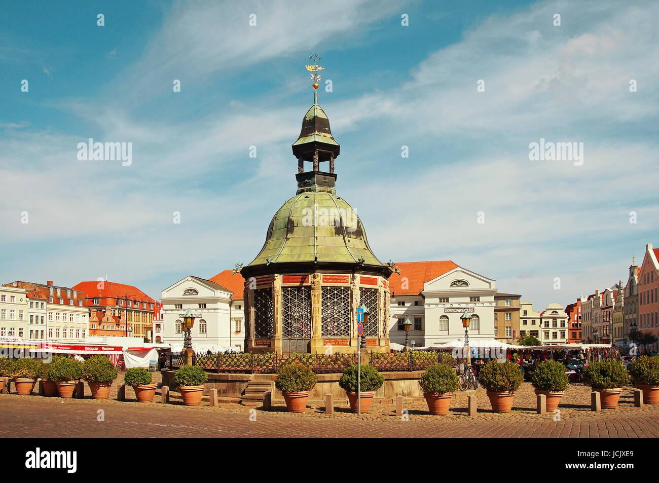Marktplatz Hansestadt Wismar Deutschland / Market Place Hanseatic City Wismar Germany - Stock Image