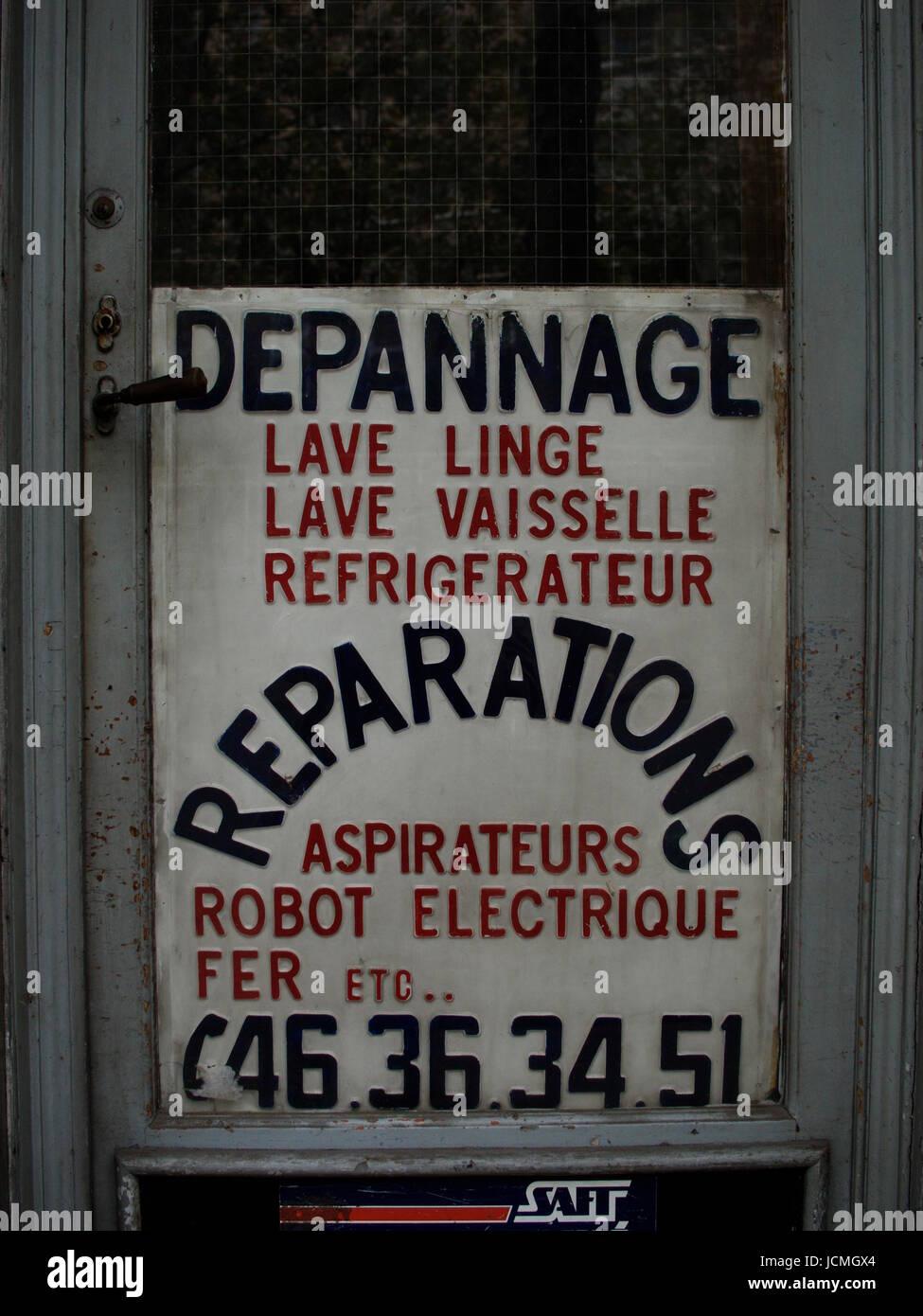 OLD ADVERTISE PANNEL FOR MAINTENANCE GOODS PARIS FRANCE - PARIS STREET - PARIS VINTAGE @ Frédéric BEAUMONT - Stock Image