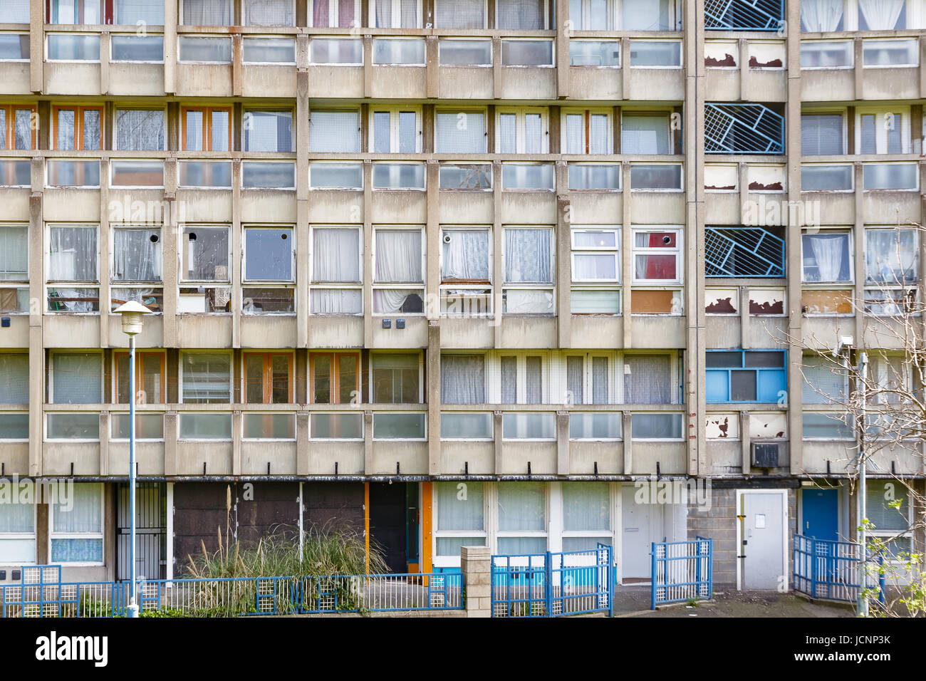 Dilapidated council flat housing block, Robin Hood Gardens, in East London Stock Photo