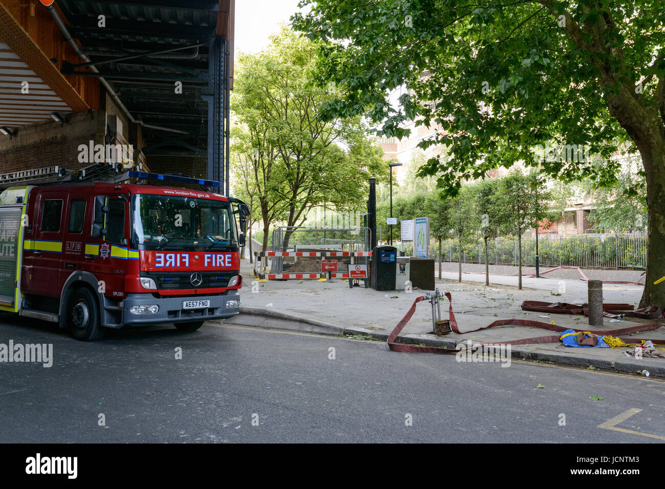 London, UK. 15th June, 2017. Fire engine near Grenfell Tower the day after a fire destroyed the 24-storey block - Stock Image