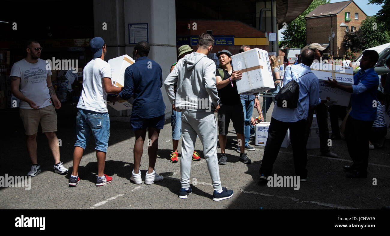 London, UK. 16th June, 2017. Volunteers move boxes. The Notting Hill community mourns the victims and comes together - Stock Image