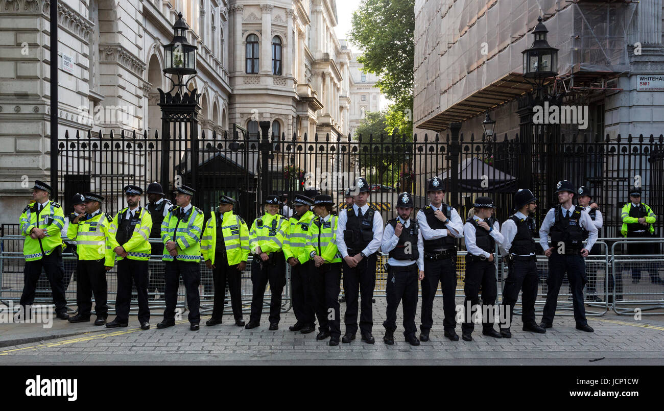 London, UK, 16 June 2017. Police cordon outside Downing Street at the Justice for Grenfell Protest. Protesters call - Stock Image