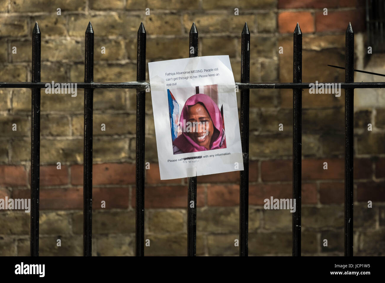 London, UK. 16th June, 2017. Posters for missing residents two days after the tragic fire at Grenfell Tower in west - Stock Image