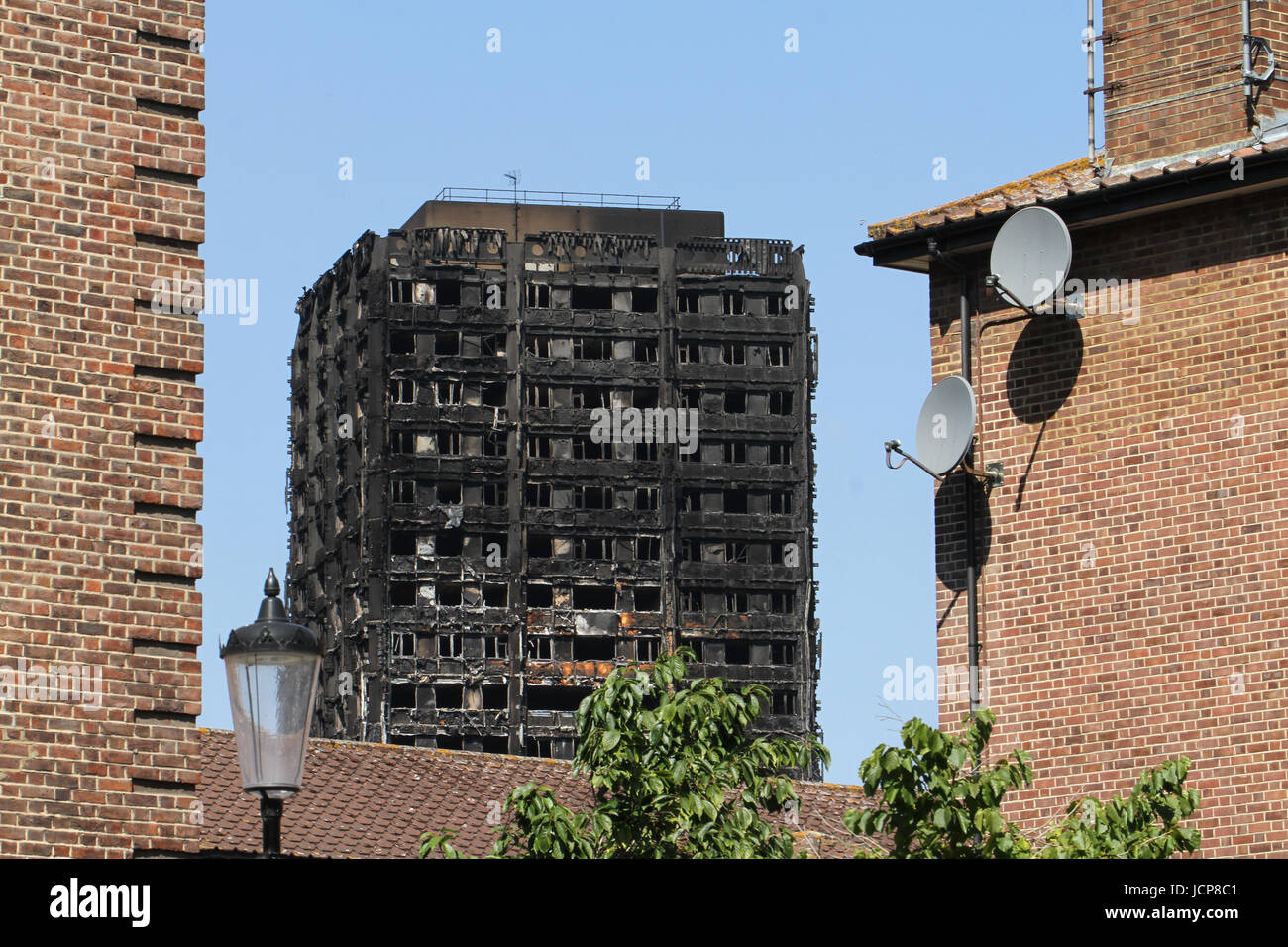 London, UK. 16th June 2017: The charred remains of the 24-storey block Grenfell tower block located in the borough - Stock Image