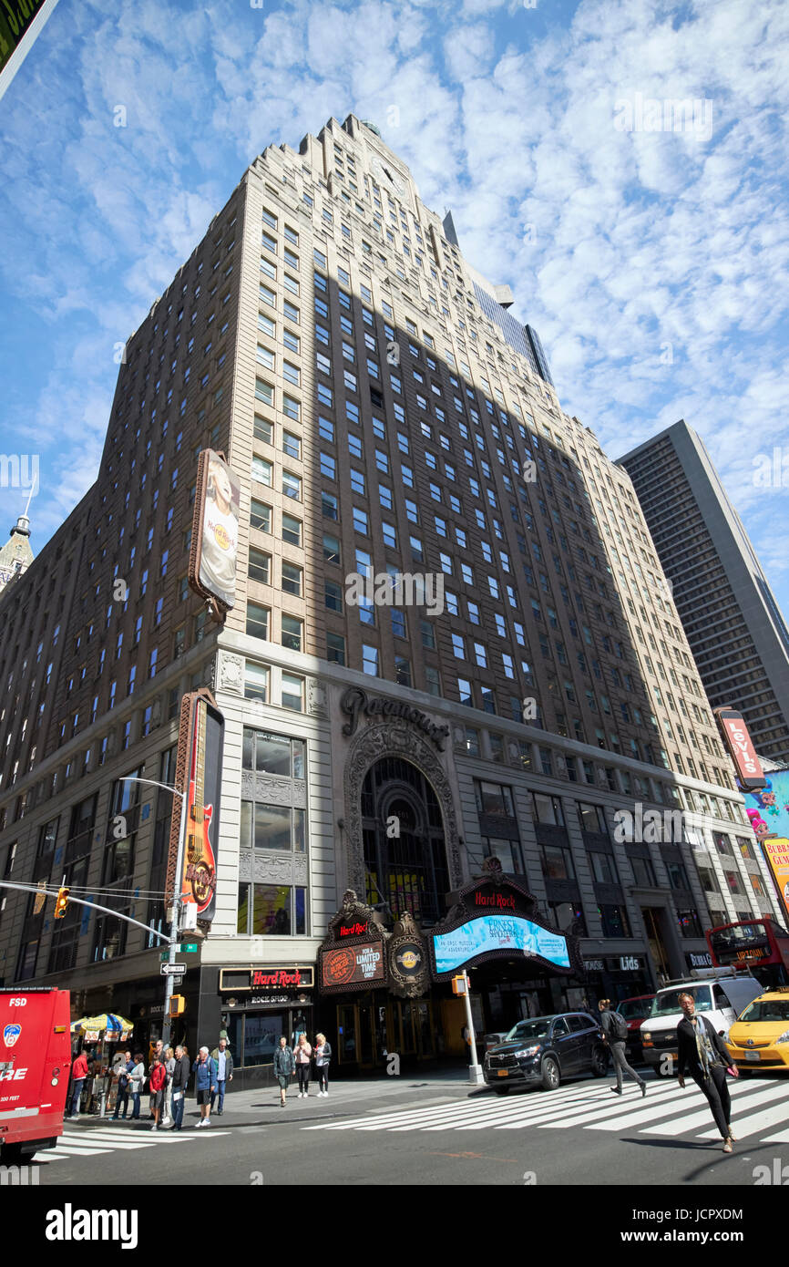 1501 broadway the paramount building formerly housing the paramount theatre and now the hard rock cafe New York - Stock Image