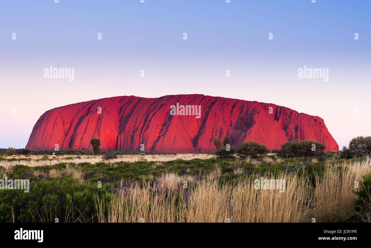Uluru (Ayers Rock), Uluru-Kata Tjuta National Park, UNESCO World Heritage Site, Northern Territory, Australia - Stock Image