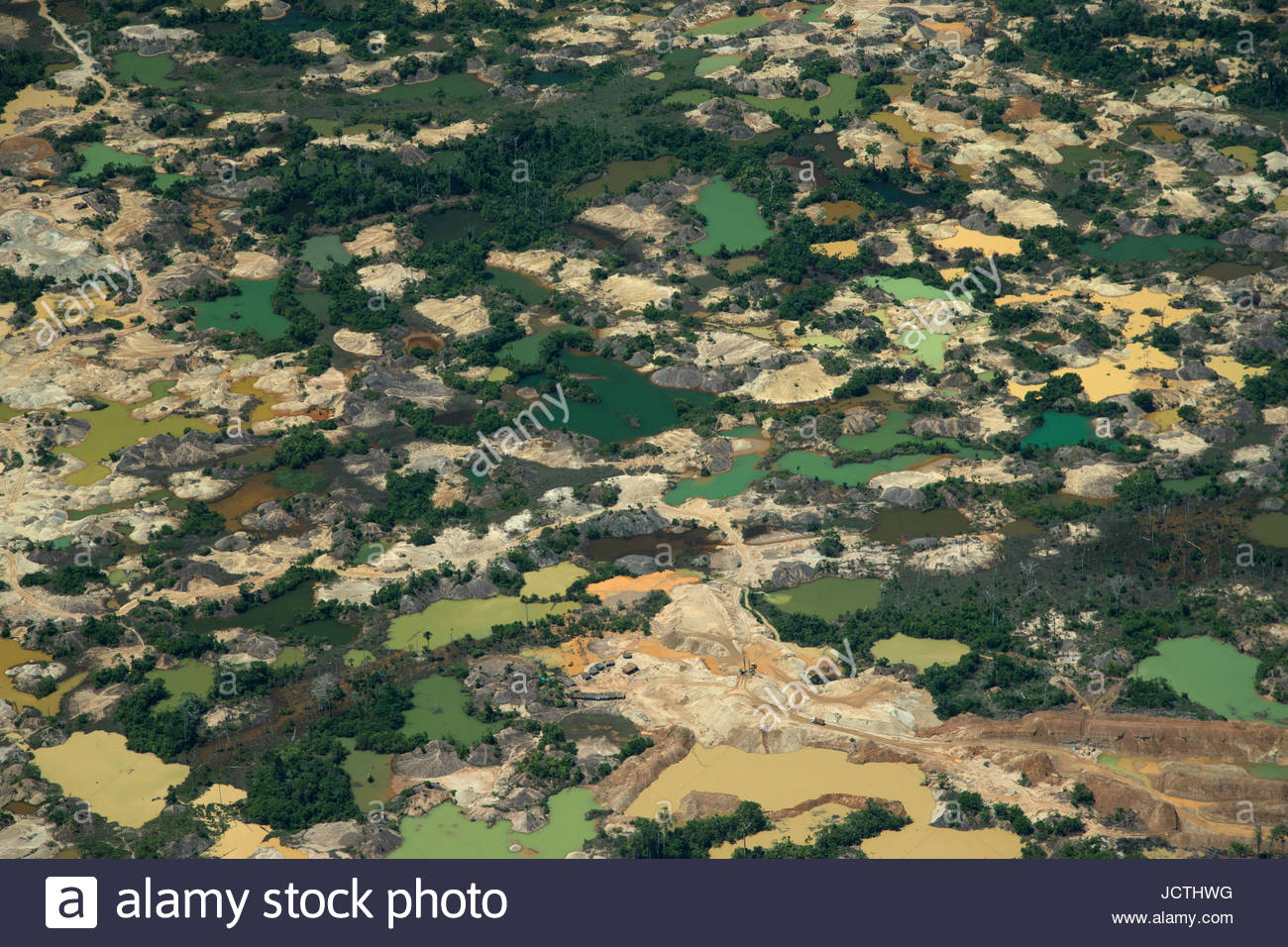 Illegal gold mines scar and pollute the landscape in the upper Amazon.  Madre De Dios, Peru - Stock Image