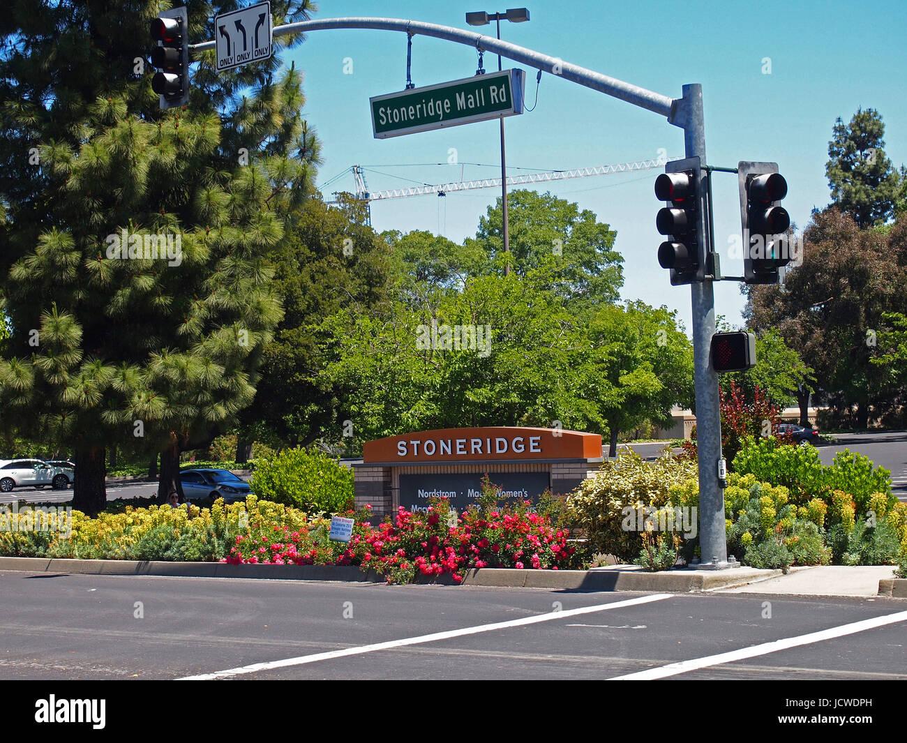 Stoneridge Shopping Center sign, Pleasanton, California, USA - Stock Image