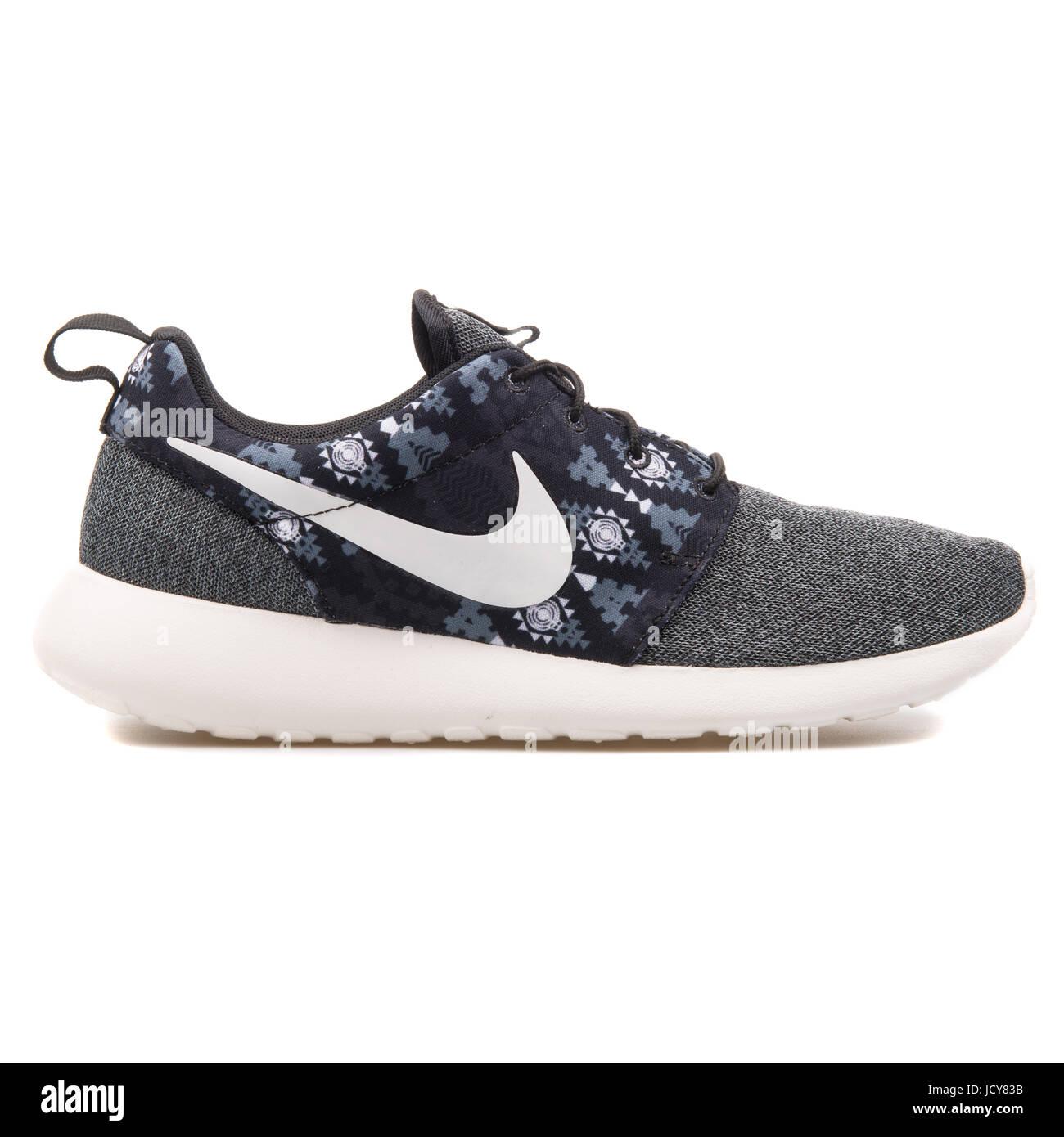 online retailer 5af57 a11f3 Nike Roshe One Print Black, Grey and White Men's Running ...