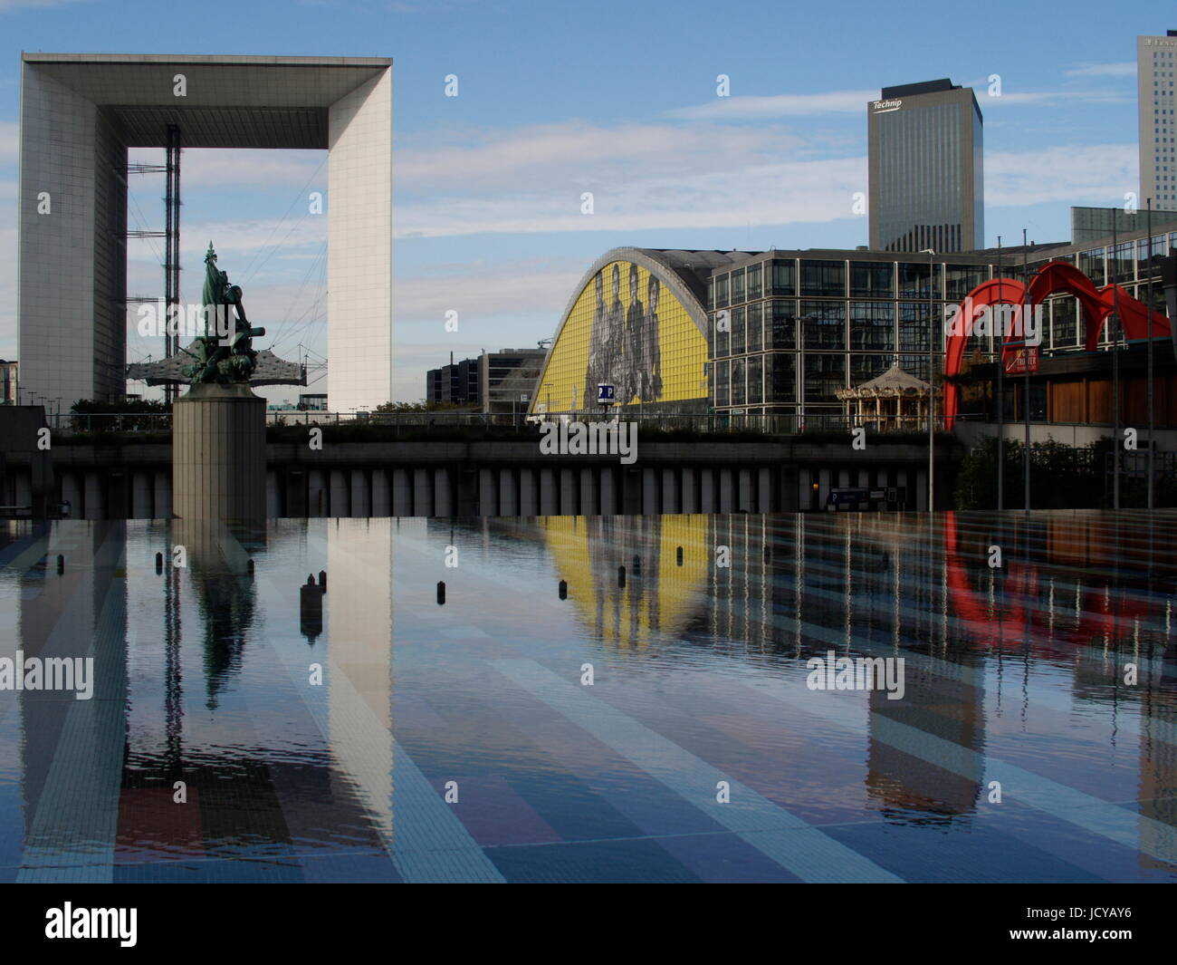 PARIS LA DEFENSE - PARVIS CENTRAL -REFLECTION ON THE WATER SPACE - THE FORUM HALL - THE ARCHE OF SPRECKELSEN © Frédéric Stock Photo