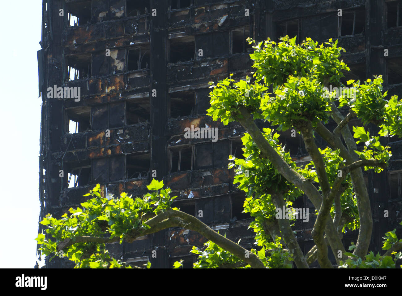 London, UK. 16th June, 2017. The charred remains of the 24-storey block Grenfell tower block located in the borough - Stock Image