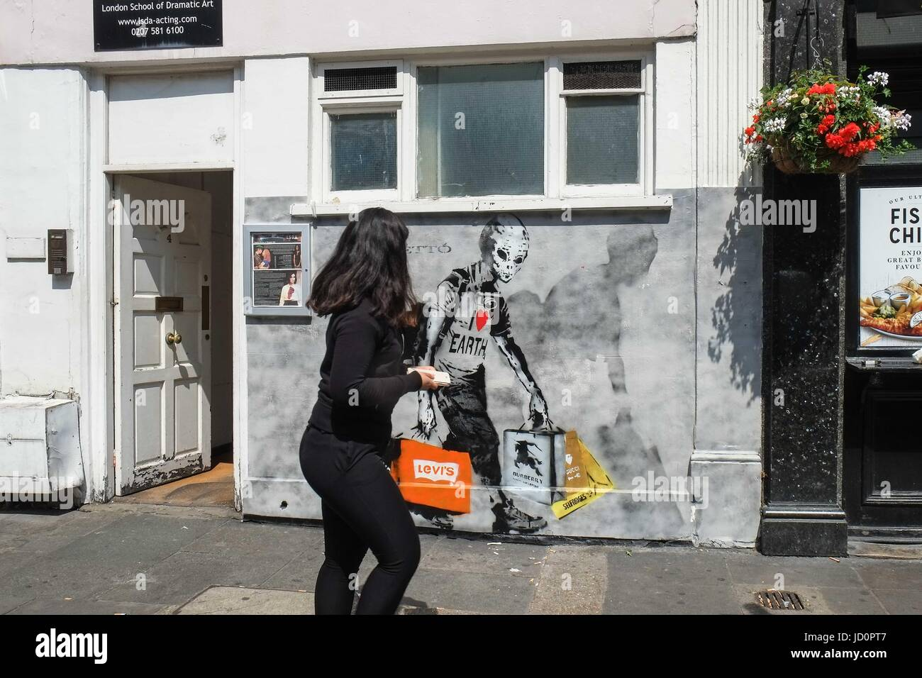 London: 17th June 2017. Graffiti on wall of London School of Dramatic Art Kensington. :Credit claire doherty Alamy/Live Stock Photo