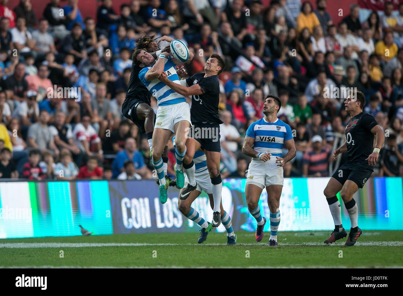 England's Marland Yarde (L, back) in action against Argentina's Emiliano Boffelli during a firendly match - Stock Image