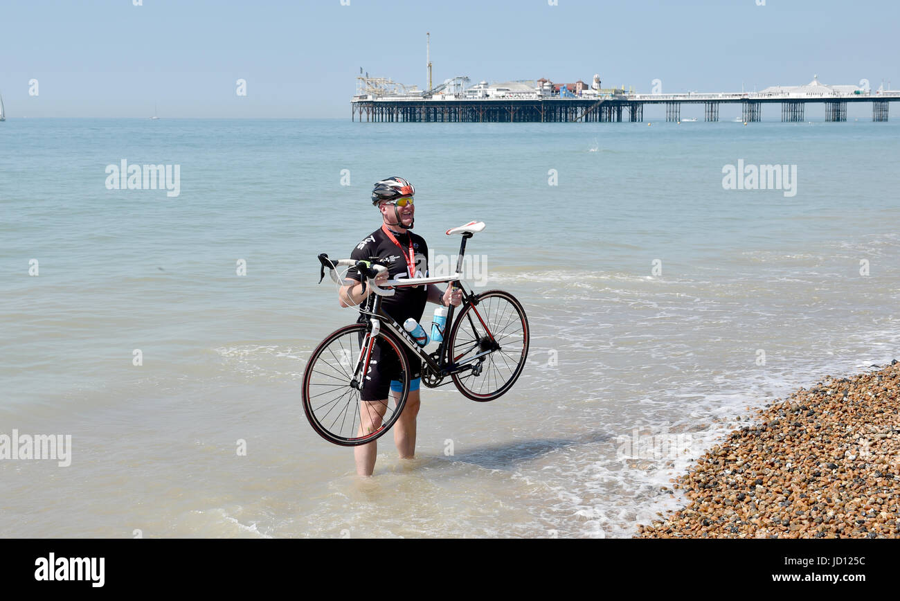 Brighton, UK. 18th June, 2017. Ian Graves from Windsor cools off in the sea at Brighton after completing the annual - Stock Image