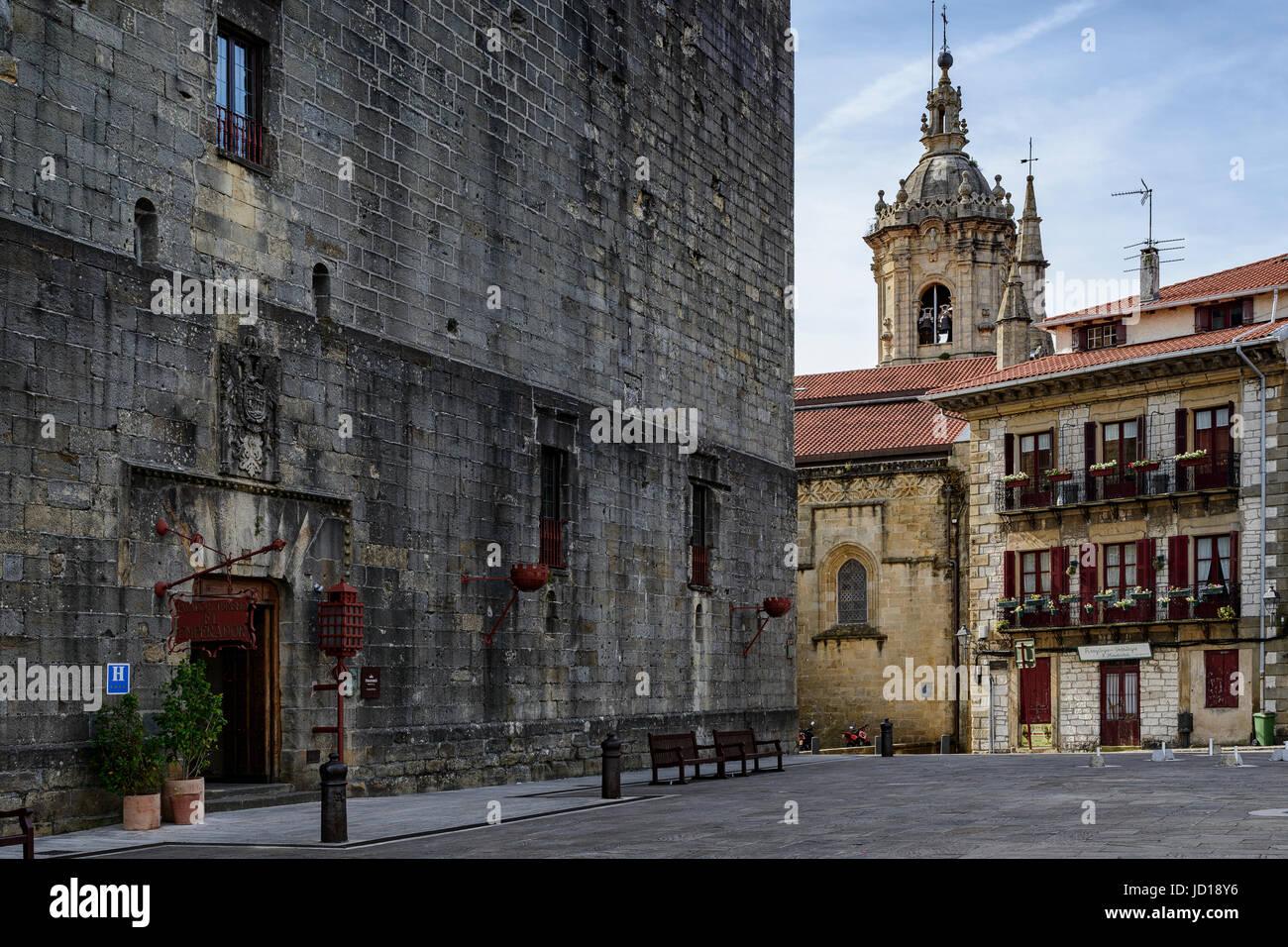 Arma plaza, Nuestra Señora de la Asuncion y del Manzano church and Hotel Carlos V in the center of the town - Stock Image