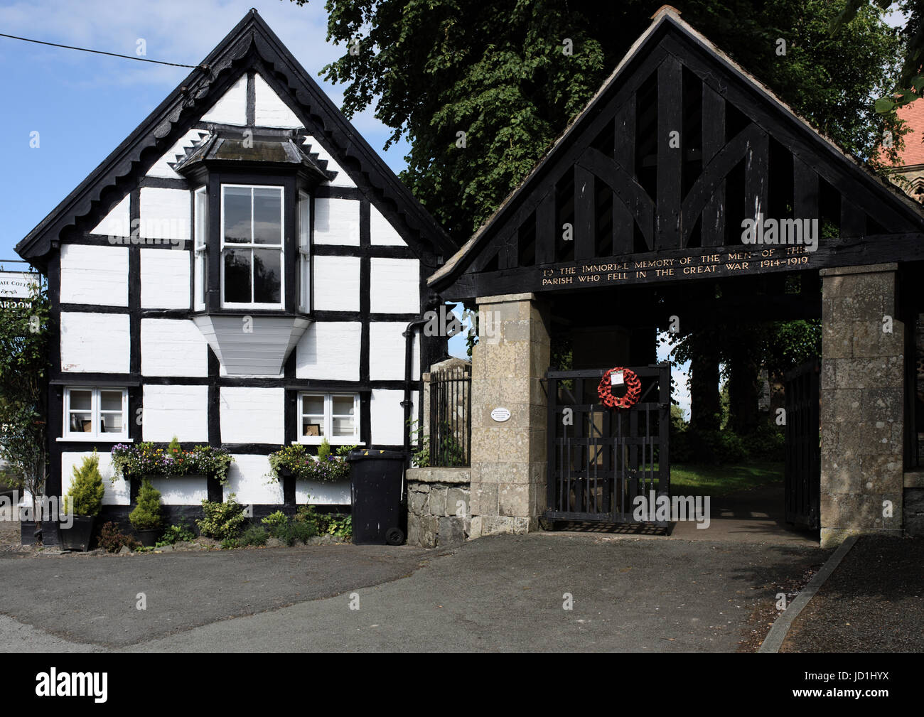 Berriew war memorial lychgate and black and white cottage - Stock Image