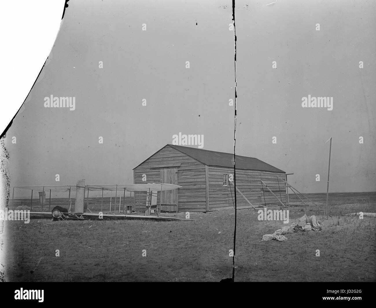 Front view of glider in front of the camp building at Kitty Hawk, North Carolina. - Stock Image