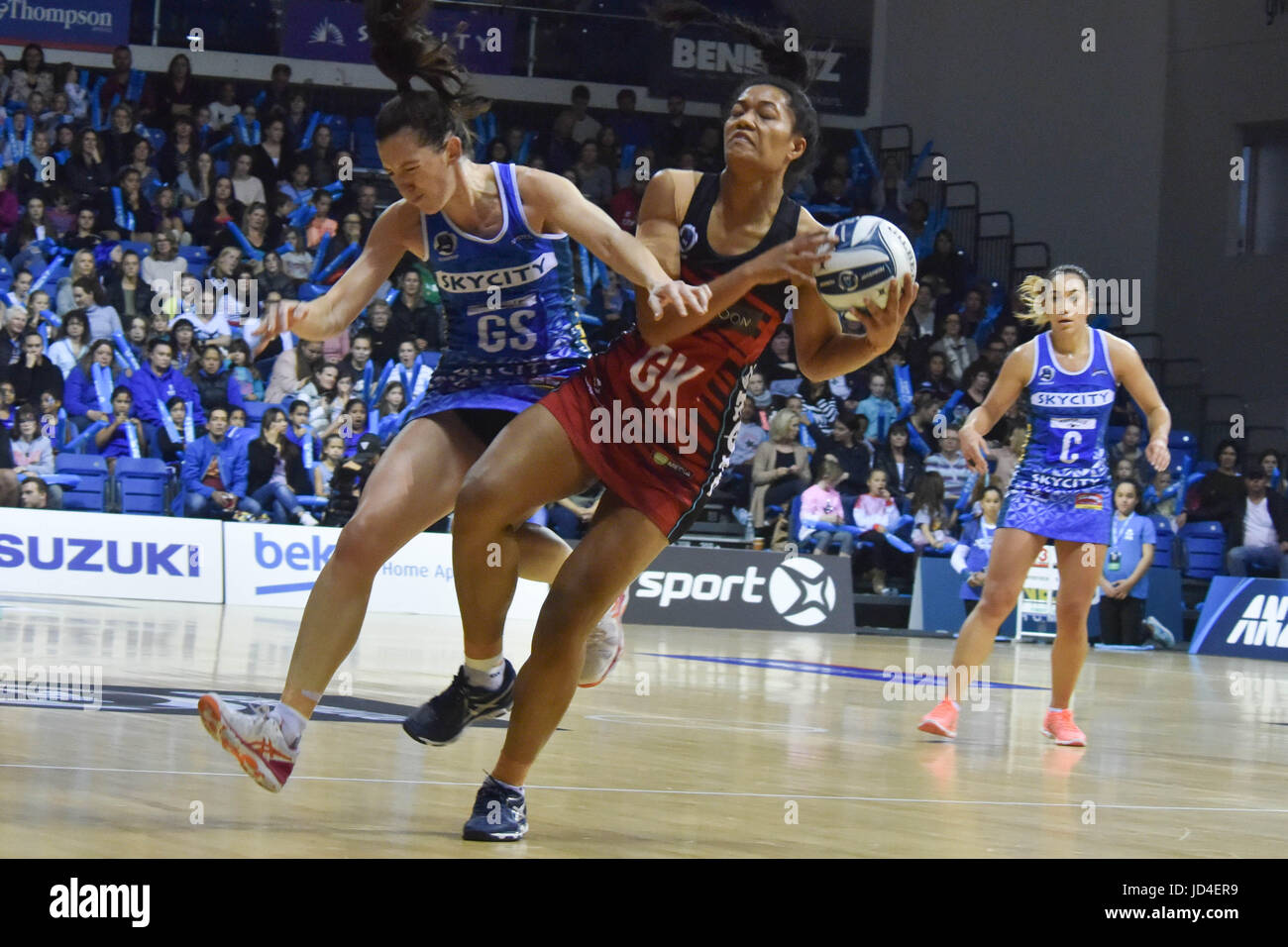 Auckland, New Zealand. 18th June, 2017. Temalisi Fakahokotau of Tactix and Balley Mes of Mystics clash for the ball - Stock Image
