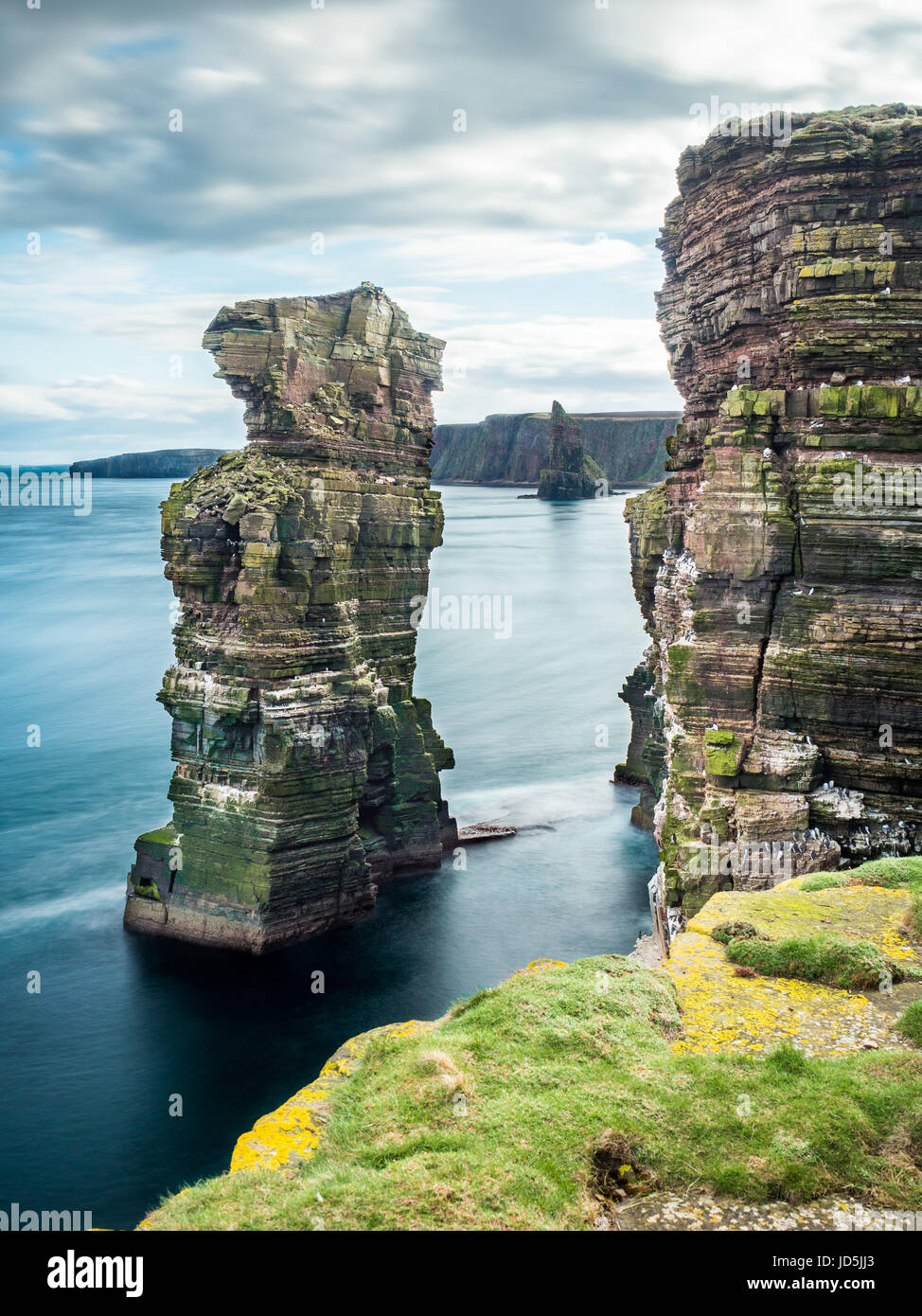 Sea stacks in the Pentland Firth at Duncansby Head, near John o'Groats, Caithness, Scotland. The stacks are - Stock Image