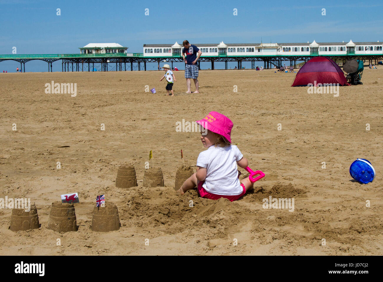 Lytham St Annes, Lancashire, UK. UK Weather. 19th June, 2017. Sunny start to the day on the west coast with another - Stock Image