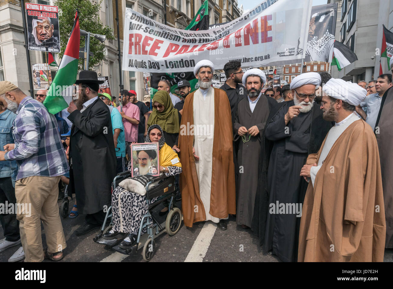 June 18, 2017 - London, UK - London, UK. 18th June 2017. Imans gather with others at the head of the annual Al Quds Stock Photo