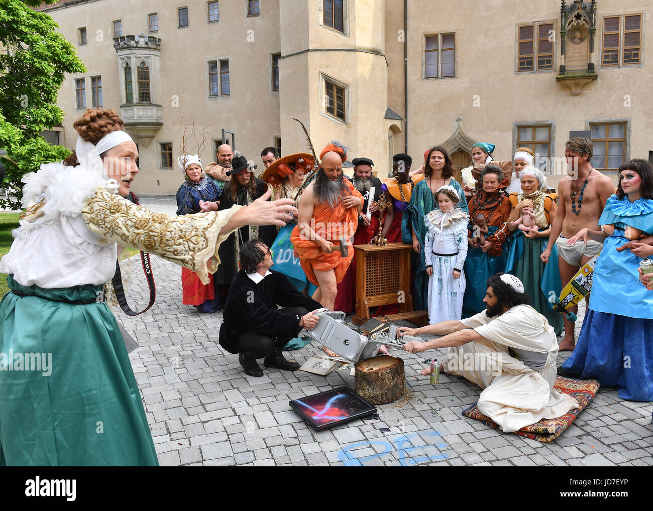 Wittenberg, Germany. 16th June, 2017. Actors pose to create a 'tableau vivant' (literally, 'living picture', - Stock Image