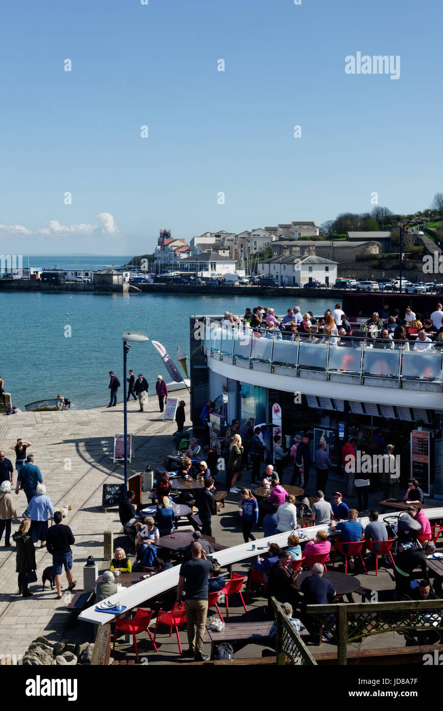 Crowds on Swanage sea front, Dorset, England - Stock Image
