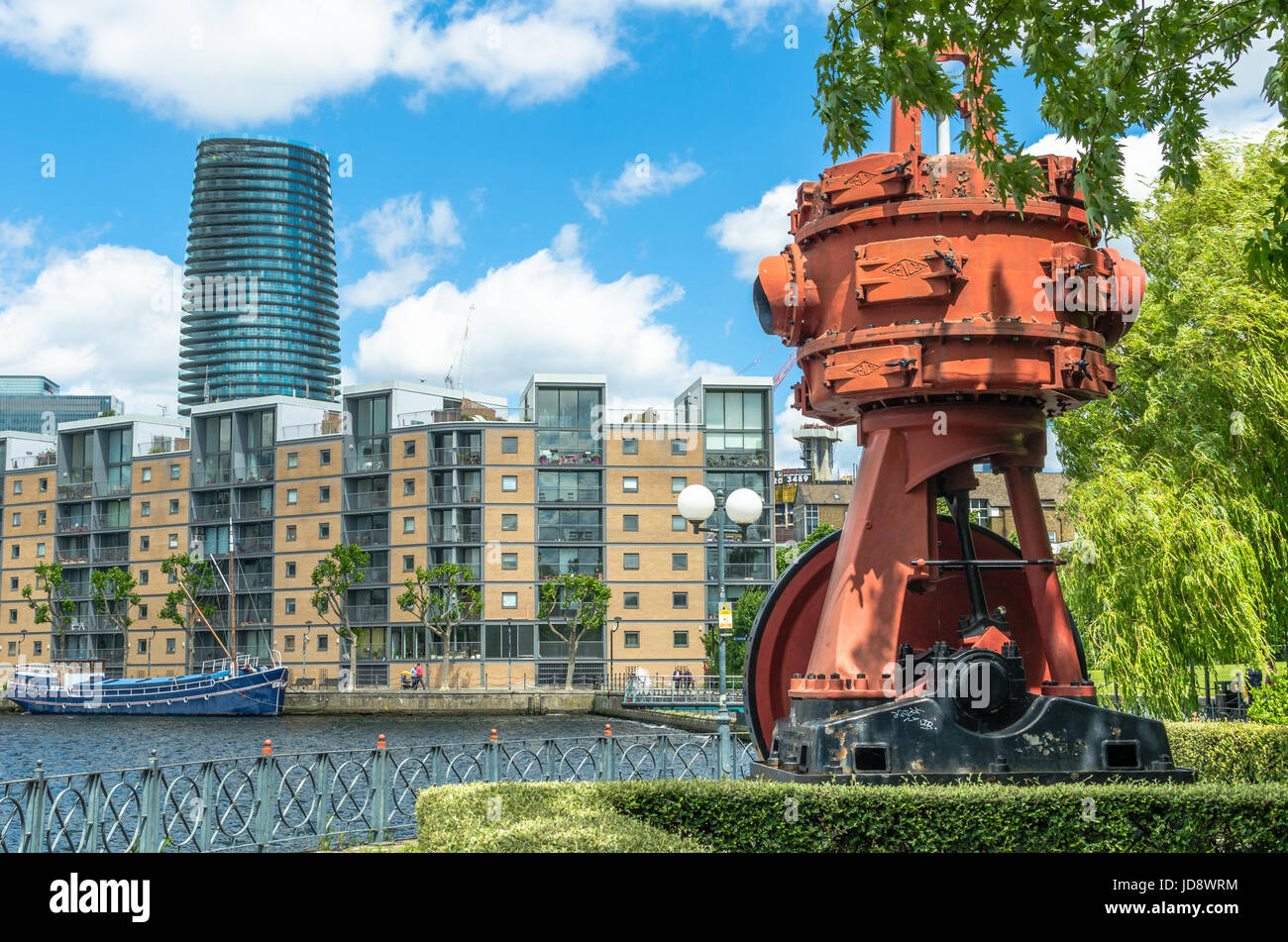 Residential and luxury apartments at the Millwall Outer Dock, Isle of Dogs, London - Stock Image