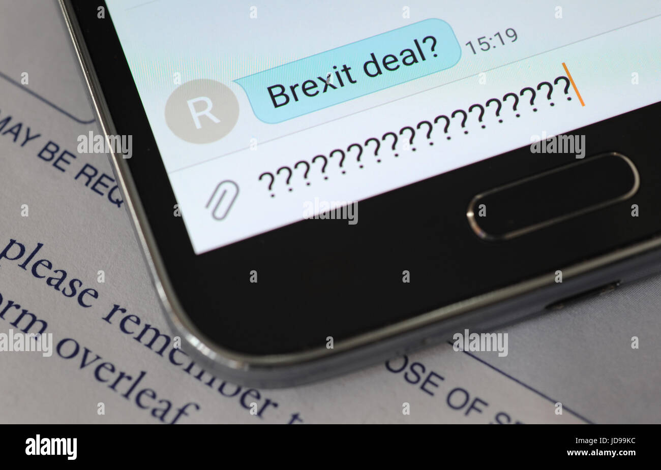 BREXIT MESSAGE ON SMARTPHONE RE THE EU LEAVING THE EUROPEAN UNION TALKS DEALS NEGOTIATIONS SOCIAL MEDIA CAMPAIGN - Stock Image